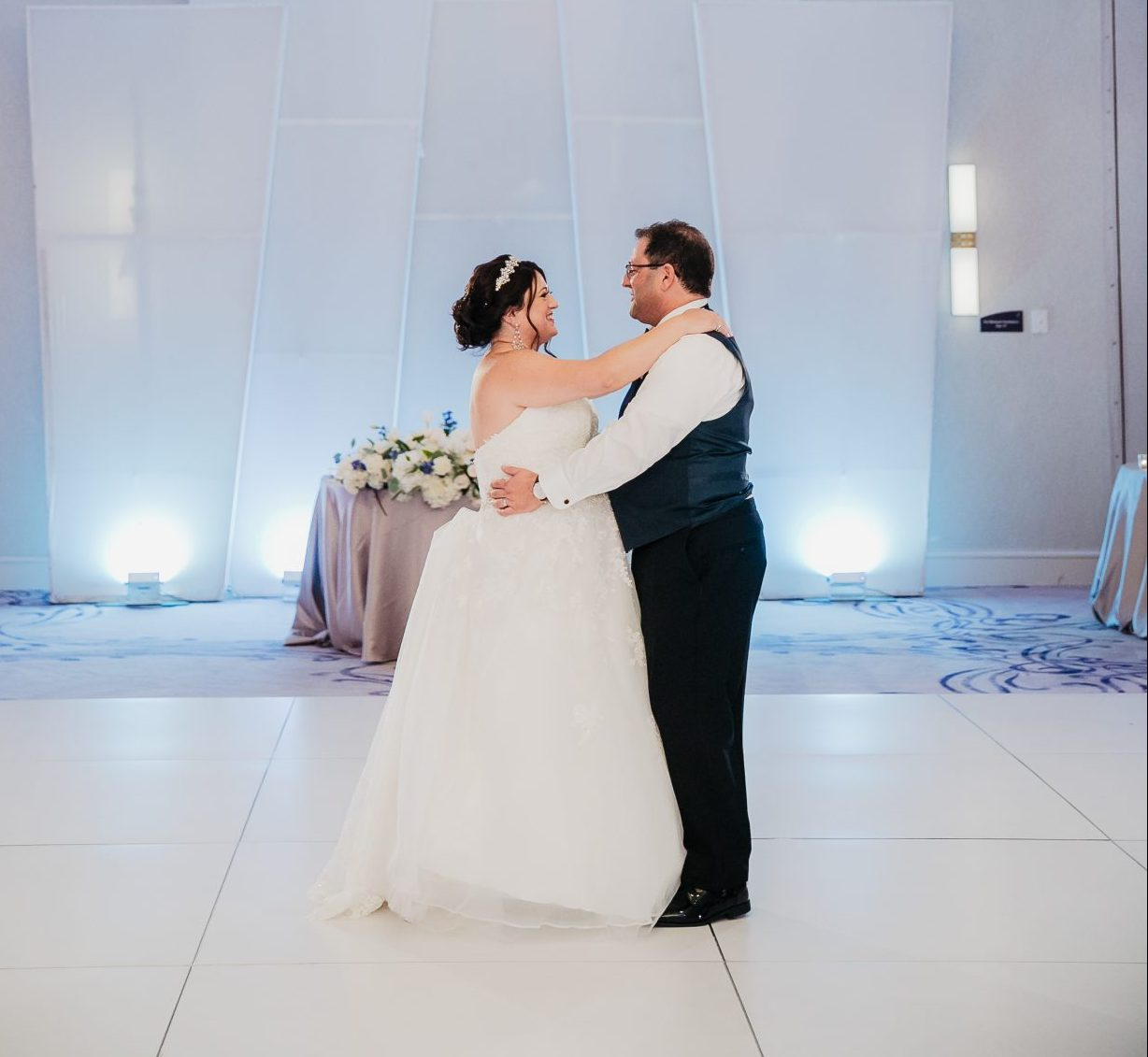 Stephen and Stacy's first dance at the Avenue of the Arts - Becks Entertainment